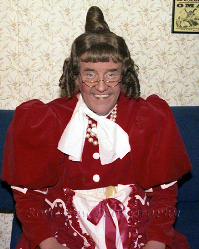 "Photo of actor Richard Briers as Dame Gertie Goodlife (""Babes in the Wood"" at Croydon)  1982"