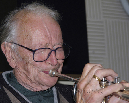 Photo of Humphrey Lyttelton playing his trumpet in Porcupine studio 2006
